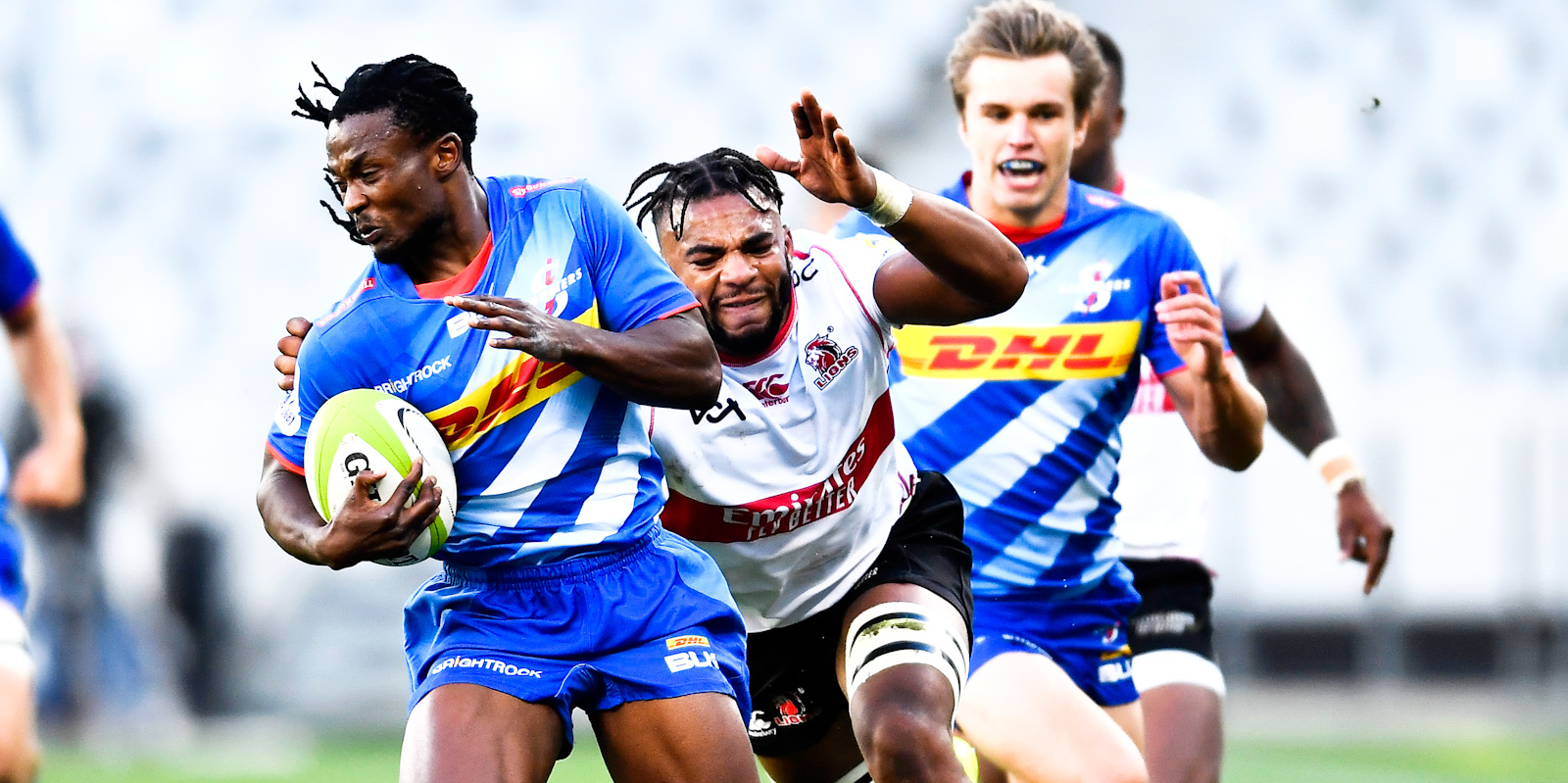 DHL Stormers speedster Seabelo Senatla attempts to evade a tackle