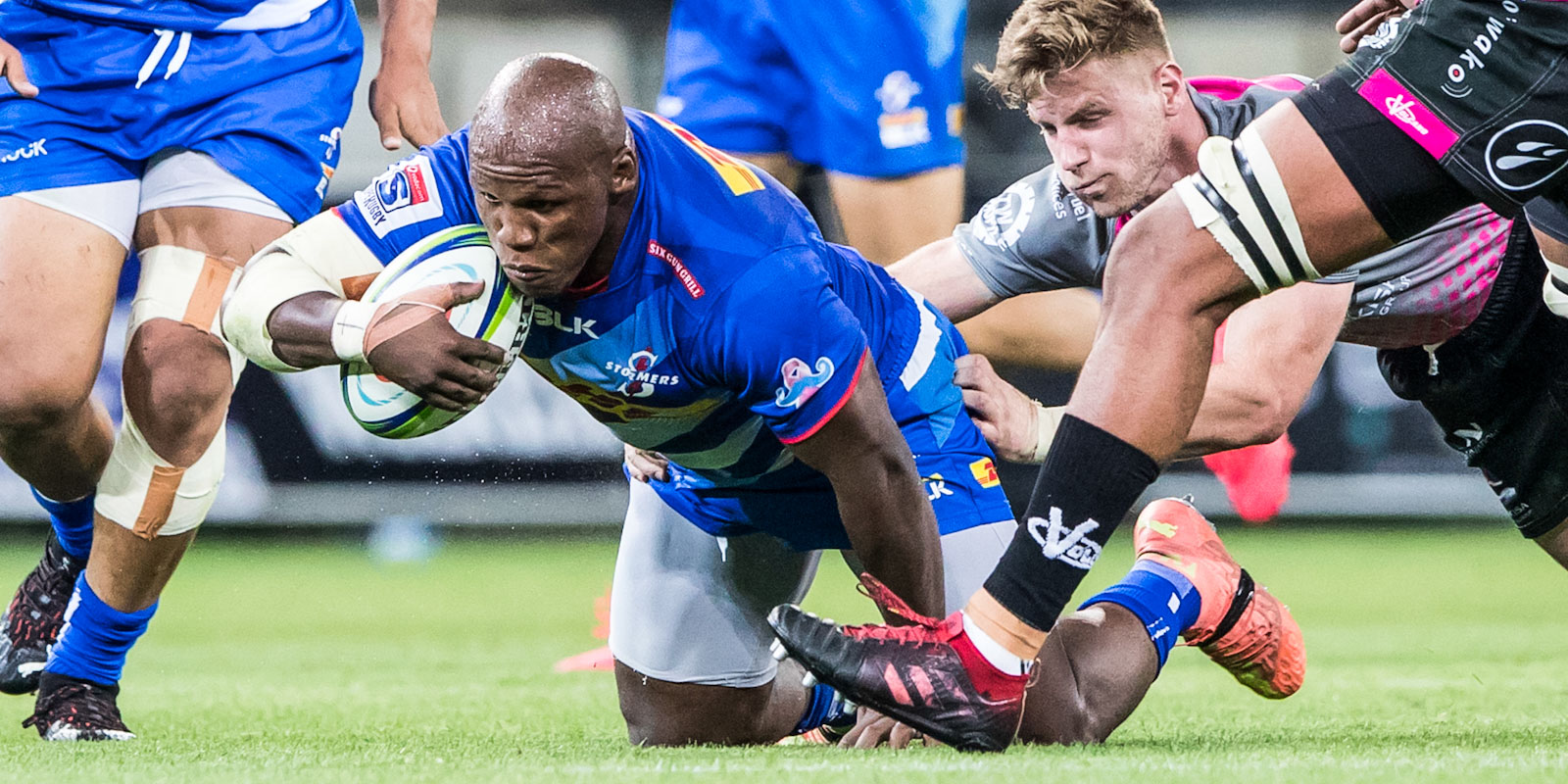 Bongi Mbonambi was one of the DHL Stormers' try scorers.