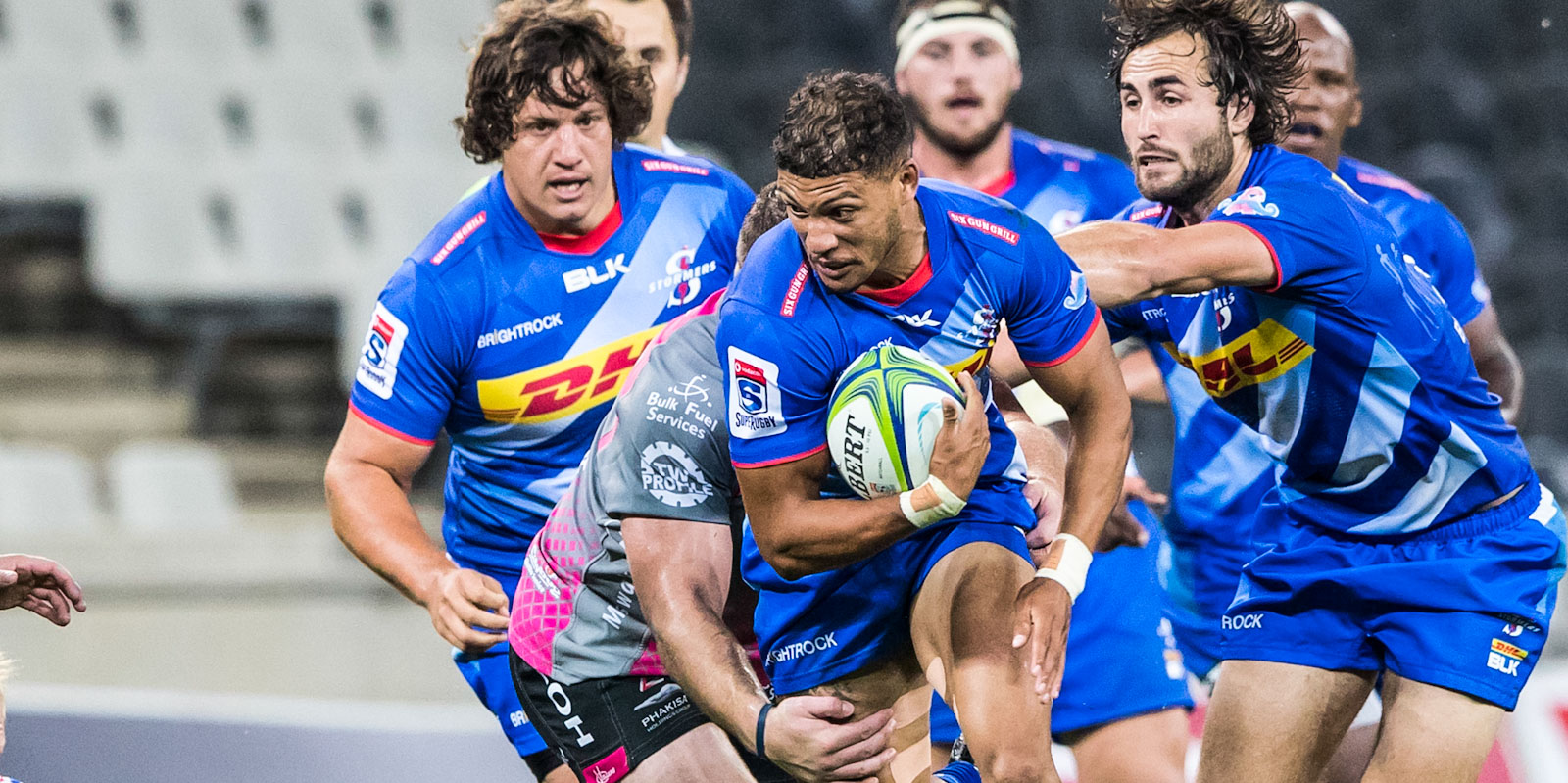 Edwill van der Merwe on the attack for the DHL Stormers.